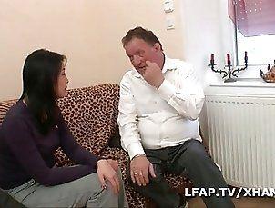 Premiere sodomie en casting porno pour cette asiat francaise