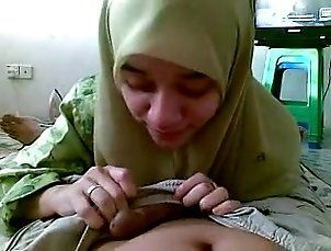 Asian Hijab Girl Sucking & Licking Her Lover